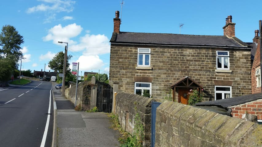 View of cottage coming up Belper lane from the bridge.