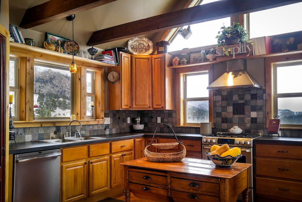 Main Level:  Enjoy the views as you prepare your breakfast in a gourmet kitchen before you head off on your morning hike!
