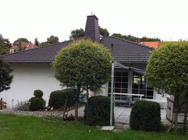 10 minutes to citycenter, save area - Dresden - Huis