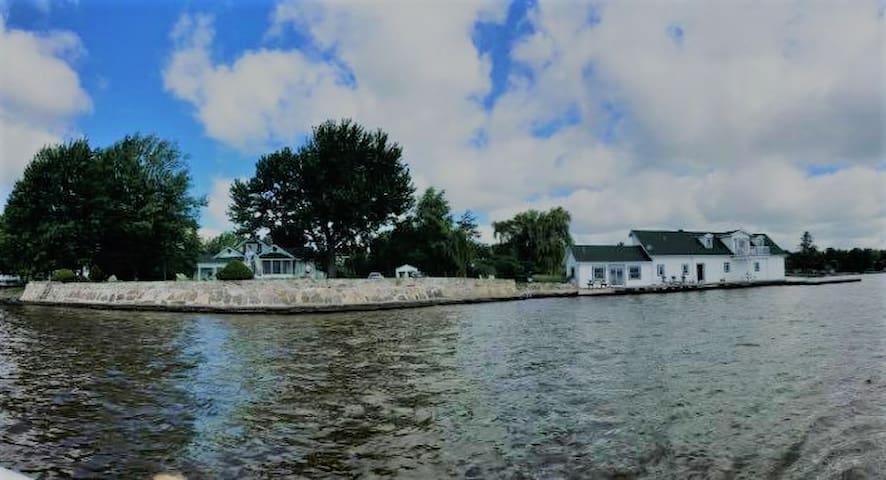 Retro waterfront location