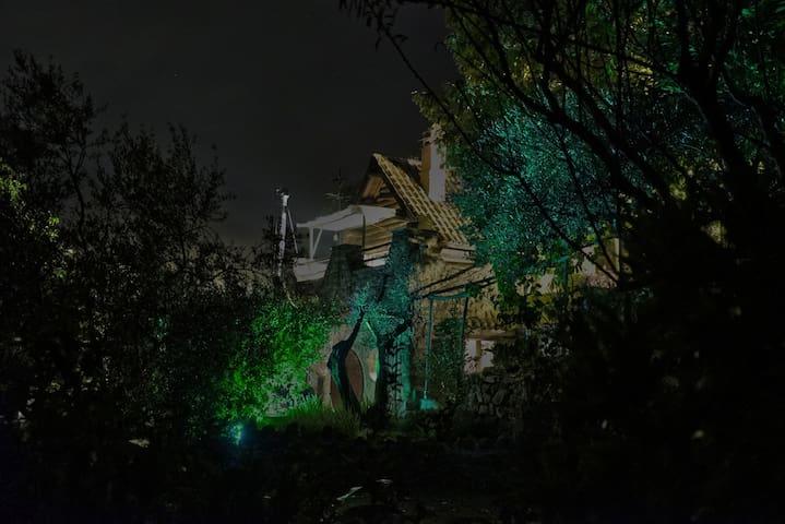 la casa di notte