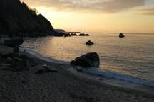 """La meravigliosa spiaggia di """"Michelino"""" raggiungibile a piedi in pochi minuti, qui è possibile godere di spettacolari tramonti con vista Tropea- Stromboli"""