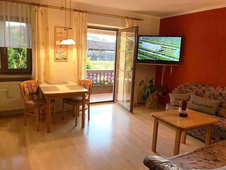 Mesnerhof (Bayerbach), Ferienwohnung I mit Balkon und kostenfreiem WLAN
