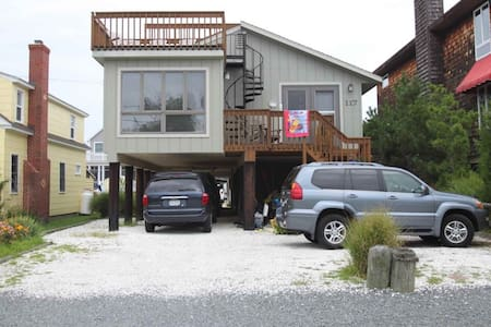 Spacious 5 bedroom Pet Friendly Home One Block to the ocean in Bethany - เบธานี บีช - บ้าน