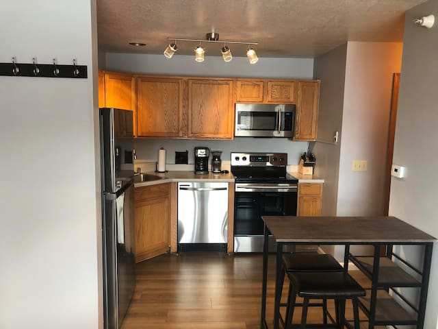 Newly Renovated Studio Walking Distance To Big Sky
