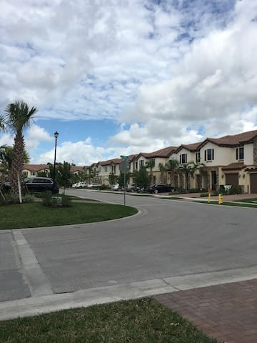 Quiet, save and clean place in Coconut Creek - Coconut Creek - Huis