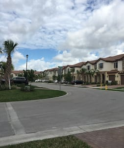 Quiet, save and clean place in Coconut Creek - Coconut Creek - Casa