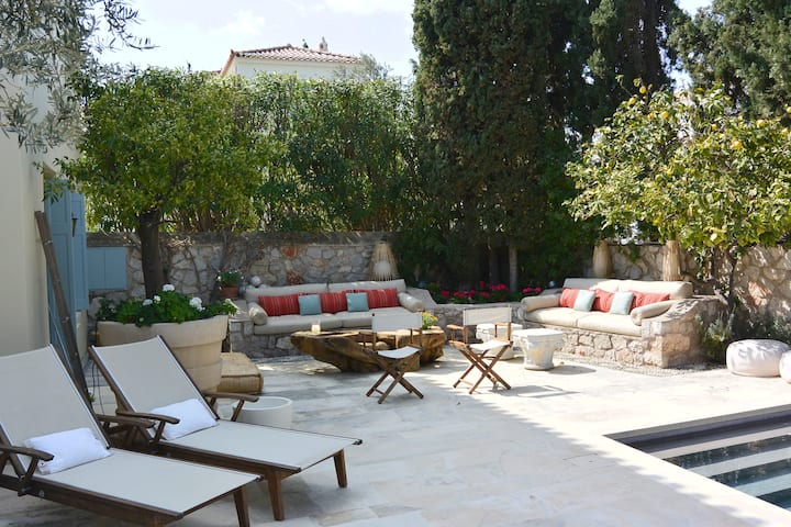 NEW- Charming 4 BR/4BA villa + pool in Pitioussa