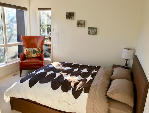 Bright and Modern Two-Bedroom Suite - Victoria - Casa
