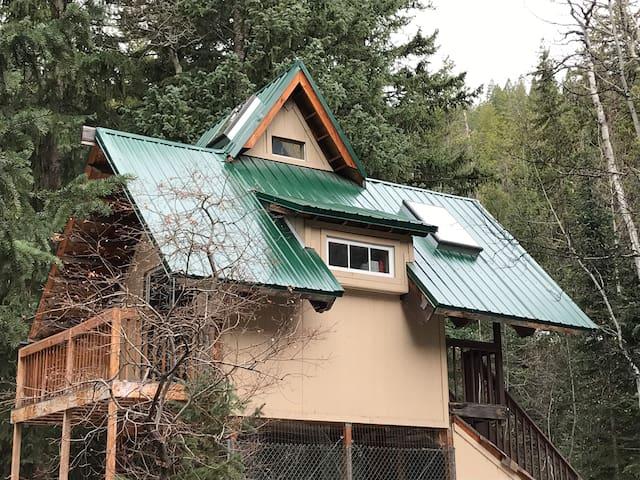 Aspen Hollow Creekside Cabin