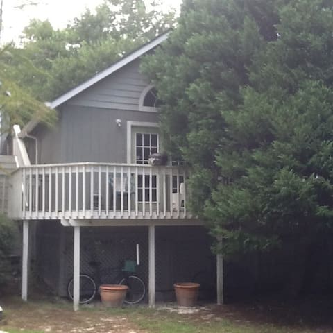 Gone With The Fin-Studio Cottage