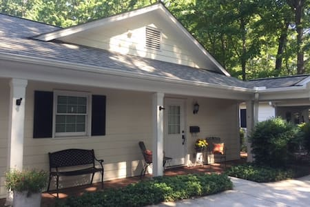 Fully Equipped Cottage Apartment w/ Private Entry - Greensboro