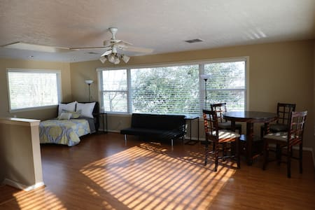 Cozy loft near Nasa, Kemah, UHCL