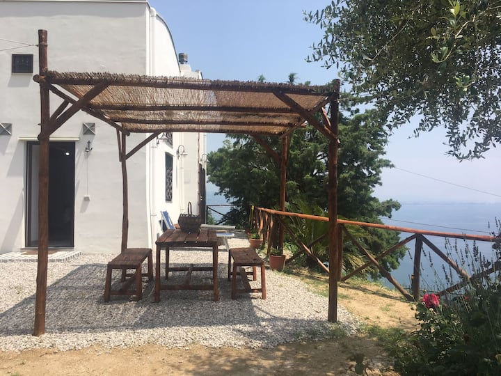 La Casella, overlooking the sea in the lemon grove