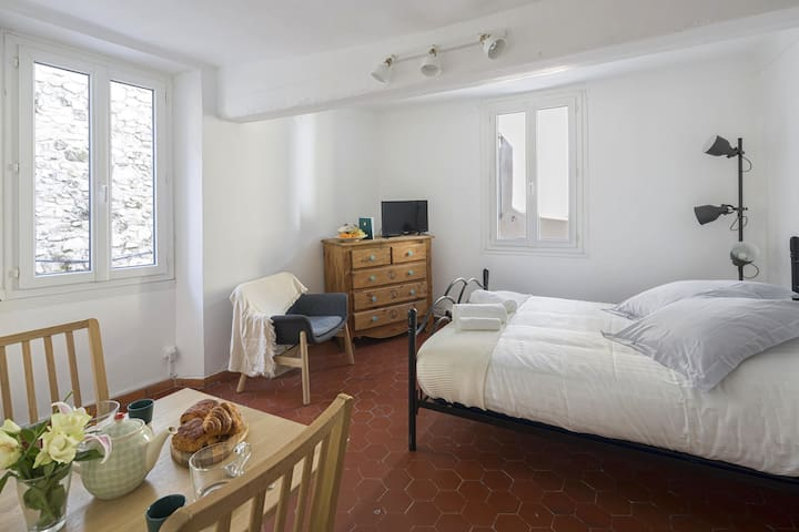 Air conditioned flat in the historic center.
