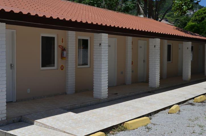 Cabana mobiliada em Sede Social (8)