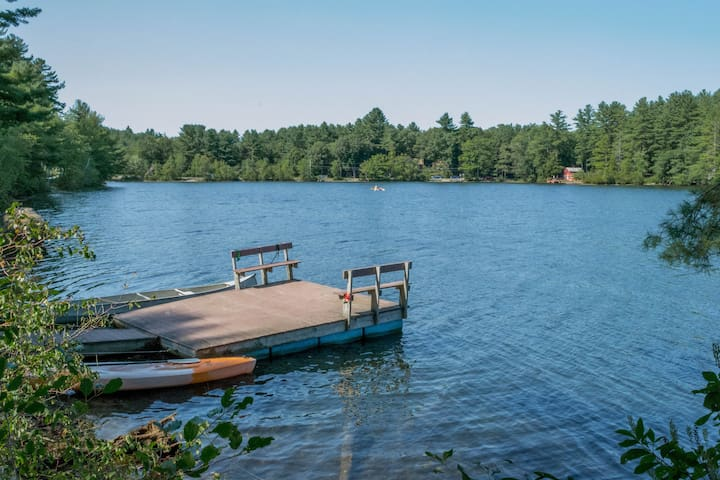 4-season New England Lake House with private dock - Orange - Huis