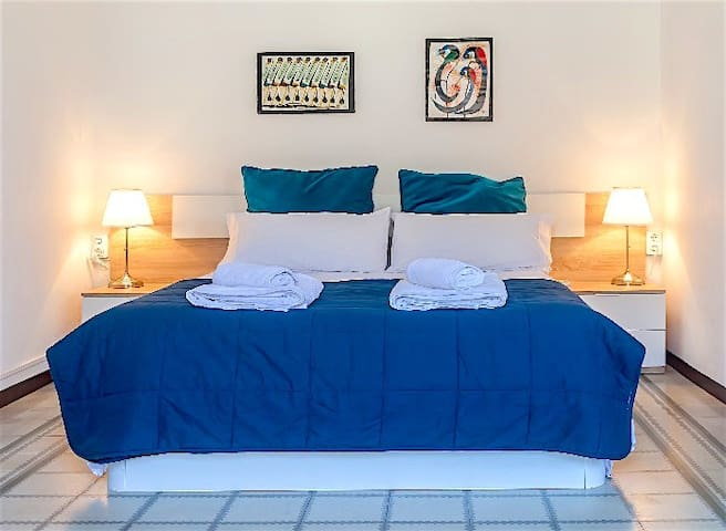 BRIGHT Double Room with BALCONY.   BEST LOCATION!!