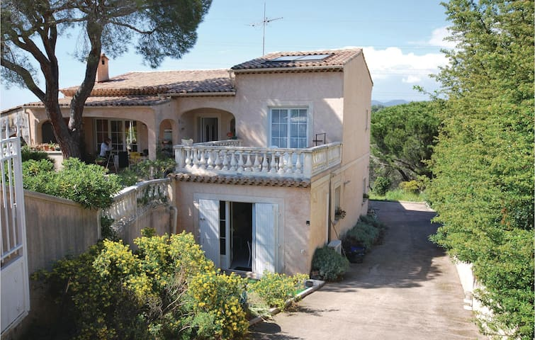 Holiday apartment with 1 room on 35m² in Frejus