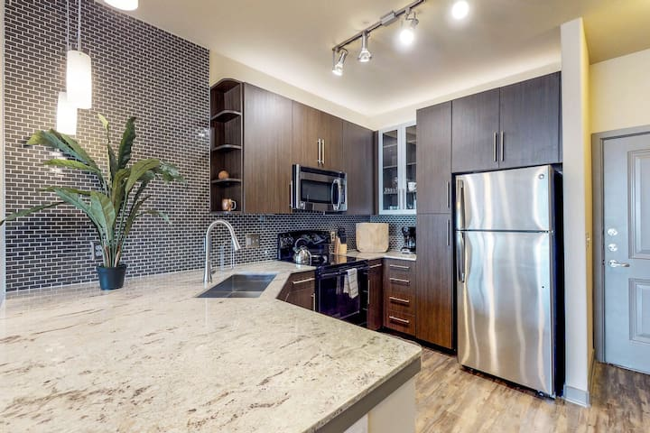 Downtown Dallas apartment w/ shared pool