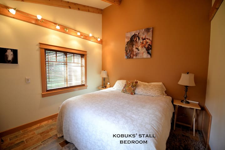 Carriage House - Kobuk's Cozy Timber frame Cottage