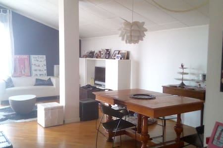 Bright attic with balcony near metro station - Brescia - Byt