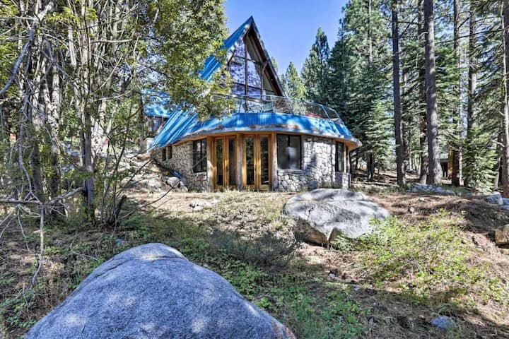 Flume by AvantStay   Squaw Valley Mountain Chalet w/ Private Hot Tub!