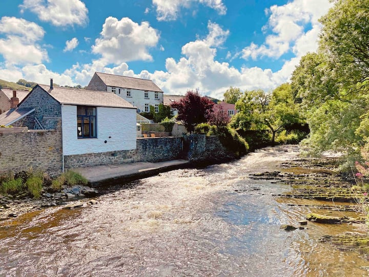 The River Perch,  riverside cottage in Aberaeron