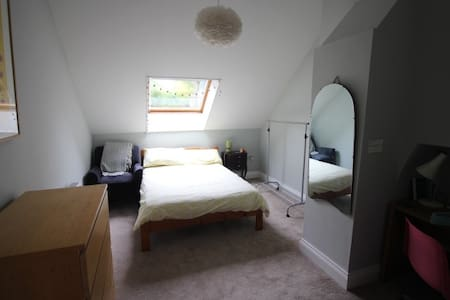 Lovely double ensuite room - Central Huddersfield