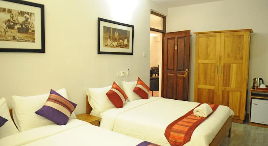 The Villa in Lavinia B&B Family AC room with pool - Dehiwala-Mount Lavinia - Bed & Breakfast