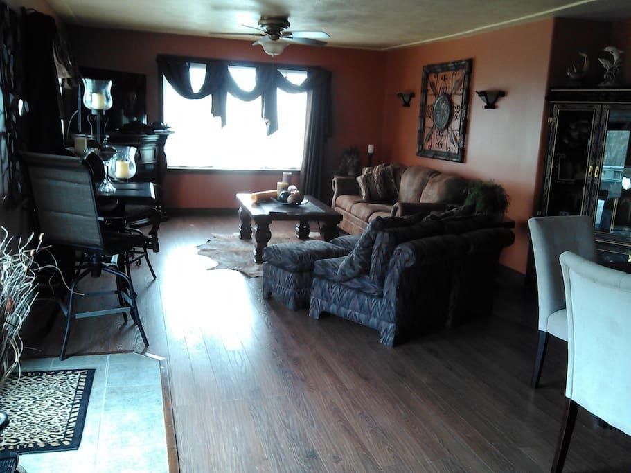 dinning room, living room