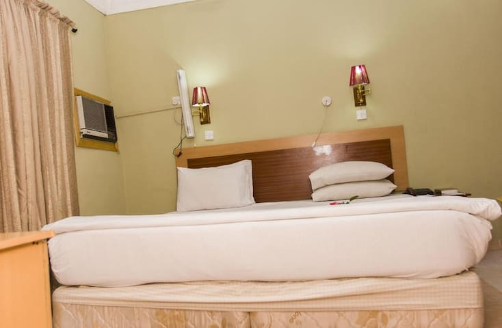 EEMJM HOTELS AND SUITES - Deluxe Room