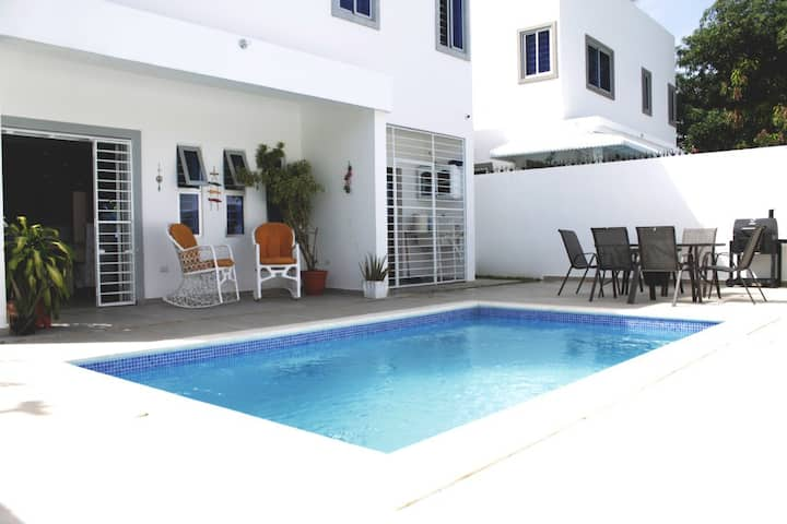 Villa Sol Quatro with private pool and near beach