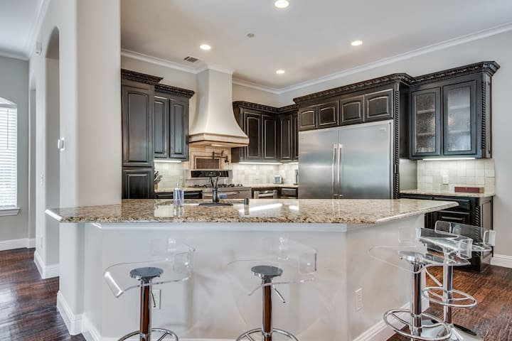 Walkable Luxury Style Turtle Creek ★ Near All #D