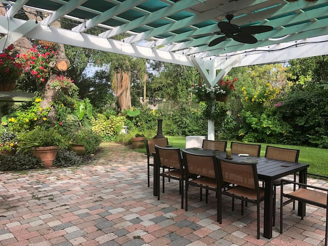 Adorable Cottage 5 minutes to Clearwater Beaches