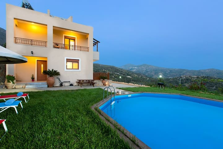 Family holiday villa Kadiani, Triopetra, South ... - Lampi