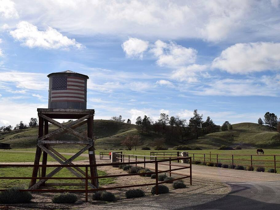 Entrance to HorseTail Ranch on O'Donovan Road.