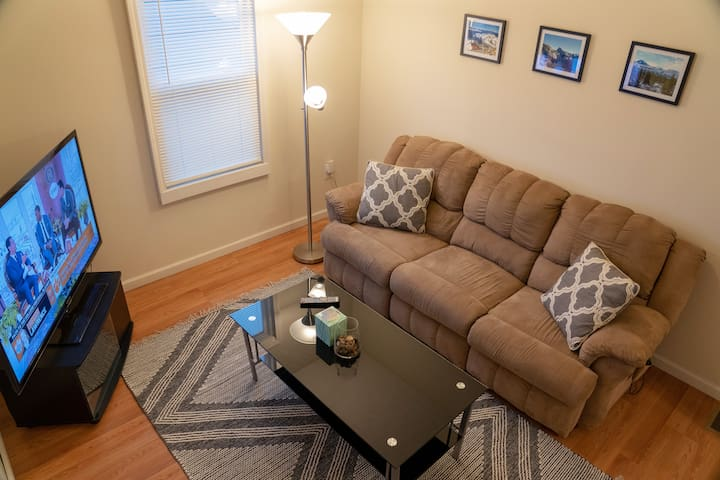 Pav's Place 1BD/1BA DUPLEX WITH QUEEN BED!