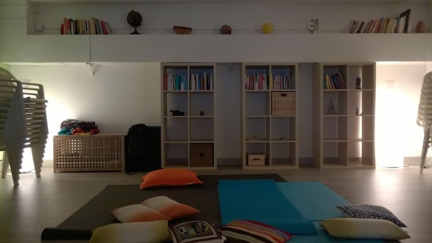 Sala condivisa per viaggiatori con sacco a pelo - Arcore - Общежитие