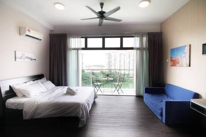 Great Stay @ Mnt Austin Aeon Tebrau, TOPPEN & IKEA
