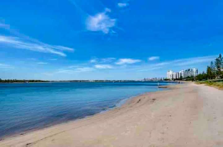 Hampton's abode 80m from the Gold Coast Broadwater