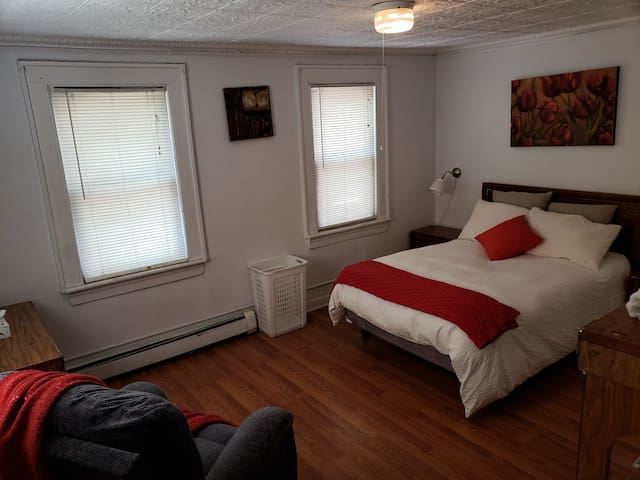 Nice room near NYC! walking distance to Path train