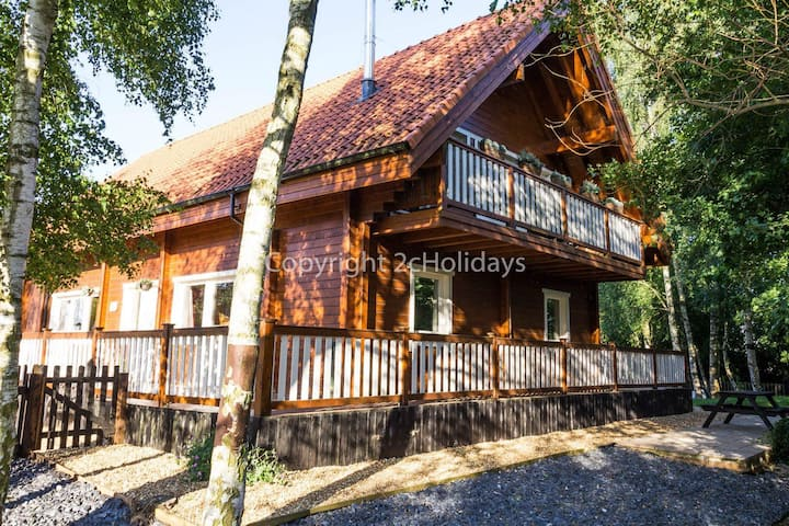 Stunning log Cabin with a pool table for hire in Norfolk - sleeps 8 ref 34045AL