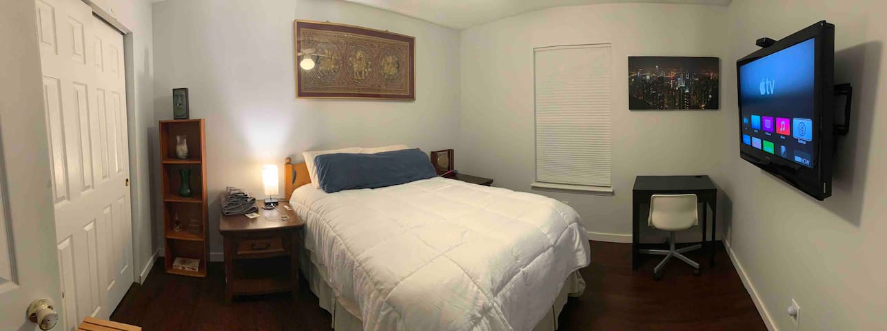 PRIVATE bed 3 minutes from DT Fishers!