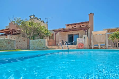 3 bedroom villa with sea view and private pool .T - Stavromenos