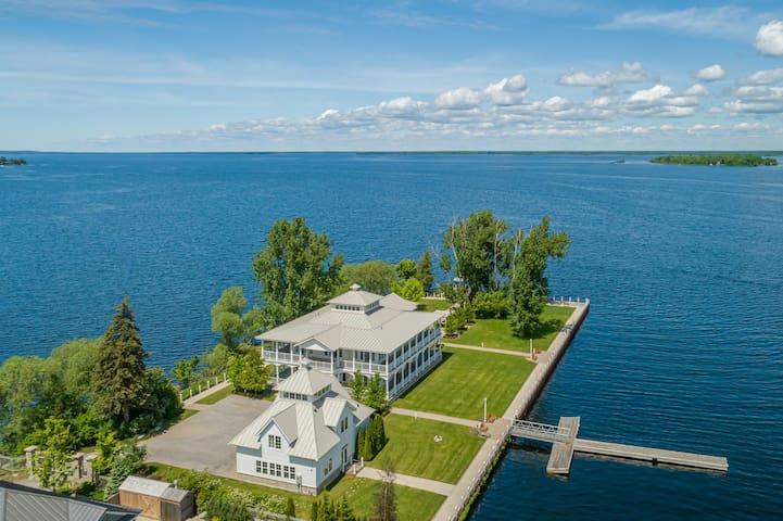 Antebellum A Stunning Georgian Bay Lake House with 180 degree water views!