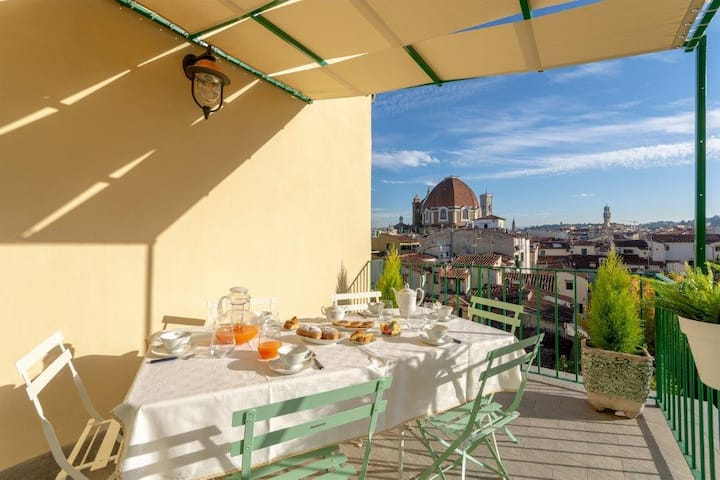 Paola's home - terrace with view of Florence