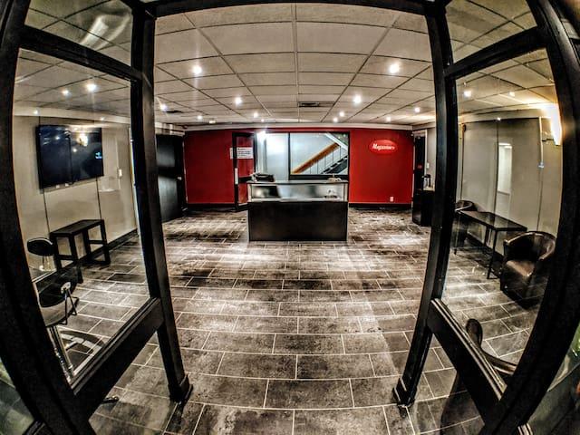 Exclusive Entire-Floor Executive/Diplomat Suite