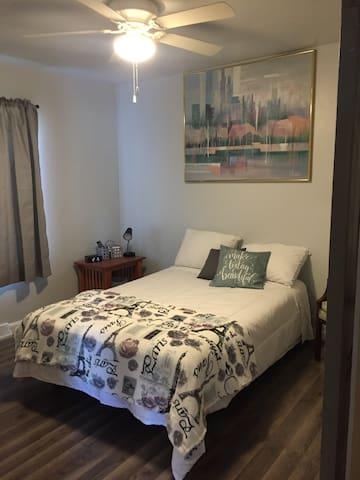 Bedroom w/Bluetooth usb radio alarm clock