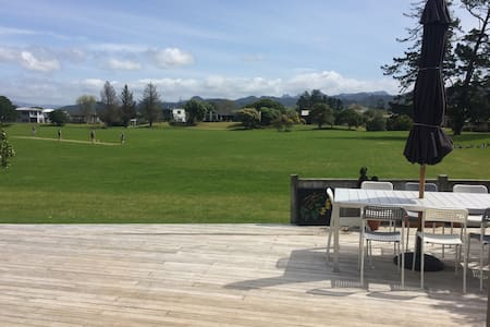 Park side beach pad - Pauanui - Hus